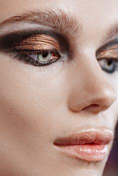 Brandon Maxwell's metallic and dimensional smoky eye #makeup