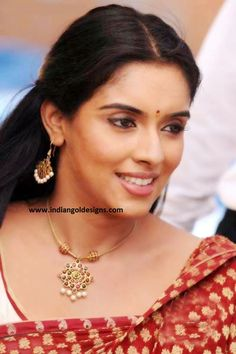How To Clean Gold Jewelry With Baking Soda Gold Earrings Designs, Gold Jewellery Design, Fancy Jewellery, India Jewelry, Temple Jewellery, Small Necklace, Gold Necklace, Necklaces, Gold Jewelry Simple