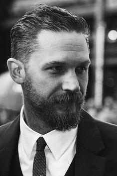 Tom is so Hardy Tom Hardy Beard, Tom Hardy Haircut, Tom Hardy Actor, Tom Hardy Hot, Beard Styles For Men, Hair And Beard Styles, Tom Hardy Legend, Awesome Beards, Haircuts For Men