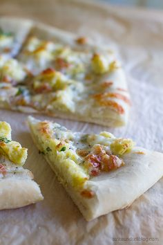 Pizza Carbonara - Topped with eggs and pancetta, this easy Pizza Carbonara is inspired by the Italian carbonara with eggs, cheese and bacon.