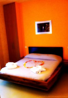 #Heart of coloured #petals on the bed: romantic #atmosphere for a pleasant italian #vacation at VALDONICA.