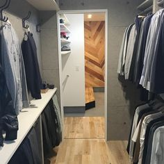 10 Stunning Open Storage Room Ideas For Sophisticated Residence Metal Clothes Rack, Hanging Clothes Racks, Ikea Shelves, Wall Mounted Shelves, Ikea Design, Laundry In Bathroom, Walk In Closet, Closet Organization, Interior Design Living Room