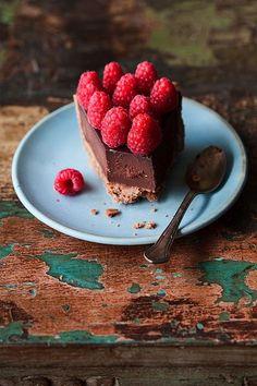Трюфельный тарт с малиной