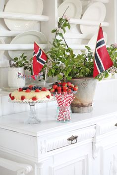 "Vibeke Design celebrating the Norwegian nationalday mai"". Norwegian Food, Norwegian Recipes, Vibeke Design, Party Entertainment, Farmhouse Chic, Scandinavian Interior, What To Cook, Memorial Day, 4th Of July"