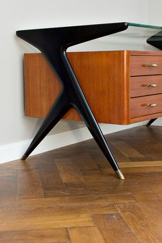 Retro Legs 21 Greatest Modern Furniture For Bedroom Modern Furniture For Balcony Furniturejakarta Furniturebekasi Modernfurniture Danish Modern Furniture, Mcm Furniture, Balcony Furniture, Mid Century Modern Furniture, Furniture Styles, Furniture Design, Bedroom Furniture, Smart Furniture, Furniture Websites