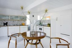 House Tour: Dana Benoit and Steve Johnson's Palm Springs Midcentury Tract Home Remodel