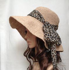 Le chapeau est crocheté avec du raphia rayonne, avec une décoration de dentelle ou de ruban. Rayon raphia est filé comme un filament de cellulose obtenue à partir de la fibre de coton. C'est un...