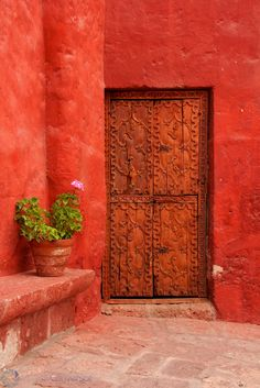 Cloister's door \\  by Thibaut Conversat \\ Santa Catalina Monastery, Arequipa.