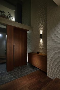 Feel of high ceil Modern Entrance Door, House Entrance, Modern Interior Design, Interior Design Living Room, Floor Design, House Design, Japan Interior, Teak Flooring, Famous Architecture