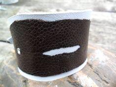Didem Struis, een armband van struisvogelpoot leer hoe gek wil je het hebben..