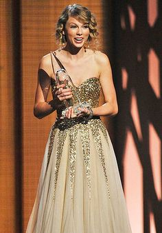 Taylor Swift 2009- i dont even know who you are anymore.