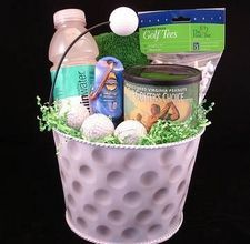 Golf Gifts Ideas on How to Make Homemade Golf Gifts - Ideas on How to Make Homemade Golf Gifts. Golfers love any gadget, accessory or object of inspiration that adds to their enjoyment of the game. Gift baskets filled with golf essentials make ideal Golf Gifts For Men, Gifts For Golfers, Golf Party, Birthday Gifts For Boyfriend, Boyfriend Gifts, How To Make Homemade, Homemade Gifts, Diy Girlande, Golf Ball Crafts