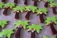 Palm tree cookies Tree Cookies, Cut Out Cookies, Sugar Cookies, Under The Sea Decorations, Baby Shower Decorations For Boys, Cookie Designs, Cookie Ideas, Crocodile Party, Southern Girls