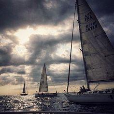 Sortida de la V Regata Mataró-Fornells vista des del barca de @blaumarmataro  #regata #race #fragata #frigate #catamaran #mataro #fornells #menorca #mar #marmediterrani #mediterranean #ocean #summer #september #team #teamwork