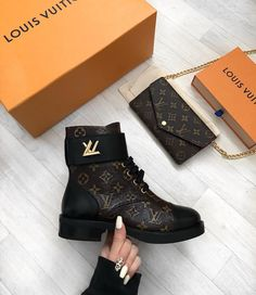 All things Louis Vuitton! Dr Shoes, Hype Shoes, Me Too Shoes, Shoes Heels, Pumps, High Heels, Louis Vuitton Boots, Louis Vuitton Shoes Sneakers, Luis Vuitton Shoes