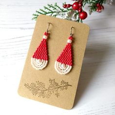 Christmas Is Coming, Red Christmas, Christmas Ideas, Home Crafts, Arts And Crafts, Christmas Earrings, Craft House, Santa Hat, Bead Weaving