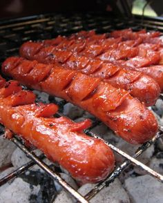 I will never eat hot dogs any other way. 8 hot dogs cup ketchup 2 Tbsp Worcestershire Sauce 1 garlic clove, minced 1 tsp vegetable oil With a small, sharp Dog Recipes, Grilling Recipes, Great Recipes, Cooking Recipes, Favorite Recipes, Recipe Ideas, Grilling Ideas, I Love Food, Good Food
