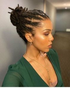 """Dreads can't be classy"" yeahhhh ok 👍 ❤️ Brazilian Wool Hairstyles, Short Locs Hairstyles, Teen Hairstyles, Black Women Hairstyles, Hairdos, Hairstyles Videos, Classy Hairstyles, Wedding Hairstyles, Halloween Hairstyles"