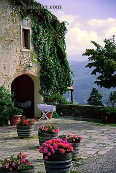 A typical country house in Tuscany ° Beautiful Places in Tuscany ° Italian Garden, Italian Villa, Siena Toscana, The Places Youll Go, Places To Go, Beautiful World, Beautiful Places, Under The Tuscan Sun, Living In Italy