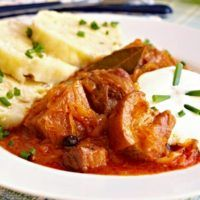 Recept : Segedínský guláš | ReceptyOnLine.cz - kuchařka, recepty a inspirace Goulash, Thai Red Curry, Meat, Chicken, Ethnic Recipes, Red Peppers, Cooking, Cubs