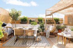deco terrasse toiture tapis exterieur auvent canisse plantes pots fauteuil egg #exterior #garden
