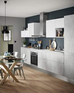 How to design a kitchen in i: tips and tricks for a kitchen in gray concrete effect waxed with a dark blue wall. Kitchen Design Small, Scandinavian Kitchen, Kitchen Remodel, Kitchen Design, Sweet Home, Kitchen Decor, Kitchen Plans, Ikea Kitchen Design, Home Decor