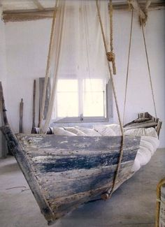 Gin Design Room: Una cama-barco * A boat bed Hanging Beds, Diy Hanging, Hanging Chair, Hanging Cradle, Girls Bedroom, Bedroom Decor, Master Bedroom, Nautical Bedroom, Nautical Theme