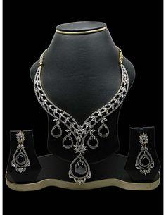 Spectacular Necklace Set Item code : JVI690