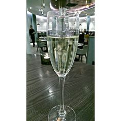 Great bottomless brunches and free-flowing lunches in London to suit a range of budgets and occasions. Brunches and free flowing prosecco in London Bottomless Brunch, Brunches, Prosecco, White Wine, Wine Glass, Alcoholic Drinks, Suit, Range, London
