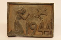 Class of 1944 bronze time capsule cover
