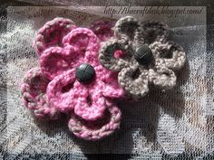 Crocheted flowers by The Craft Desk, via Flickr