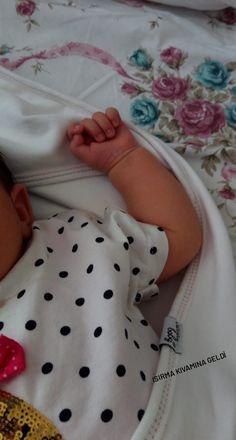 Cute Little Baby, Cute Baby Girl, Little Babies, Baby Boy, Cute Baby Videos, Cute Baby Pictures, Diy Teddy Bear, Baby Life Hacks, Cute Babies Photography