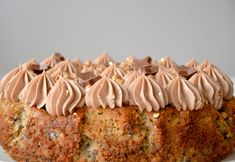 This is my all time favorite recipe - my banana cake with milk chocolate cream on top! Single Layer Cakes, Chocolate Cream, Cake Cookies, Banana Bread, Macaroni And Cheese, Muffin, Food And Drink, Favorite Recipes, Sweets