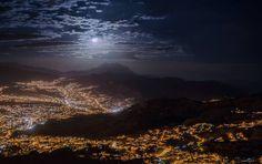 La Paz bajo la luna de julio