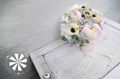 Dekoracje ślubne Olsztyn, bukiet z anemonów i piwonii