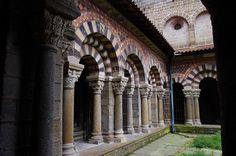 Cathédrale Notre-Dame - Cloître .Le Puy-en-Velay . Auvergne
