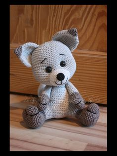 Havva Unlu on Ravelry. I like the safety eyes on this much better than the large eyes on the original pattern. Crochet Diy, Crochet Bear, Crochet Crafts, Crochet Projects, Crochet Doll Pattern, Crochet Dolls, Crochet Patterns, Amigurumi Patterns, Amigurumi Doll