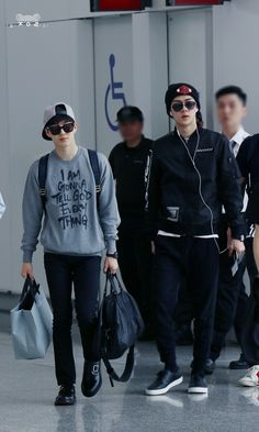 EXO Suho (Kim Joonmyun) and Oh Sehun; Hongkong Airport to Incheon Airport Korean Fashion Trends, Korean Street Fashion, Kpop Fashion, Star Fashion, Airport Fashion, Men Fashion, Luhan And Kris, Bts And Exo, Kpop Exo