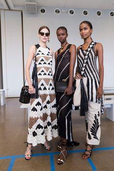 Oscar de la Renta at New York Fashion Week Spring 2019 - Knitting Knitwear Fashion, Knit Fashion, Boho Fashion, Crochet Blouse, Knit Dress, Knit Crochet, New York Fashion, Fashion Week, Fashion Trends