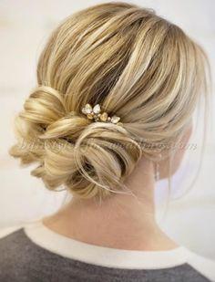 low+bun+wedding+hairstyles+-+low+bun+hairstyle+for+brides