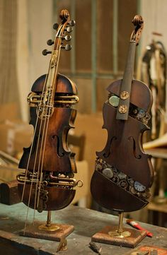 Steampunk Tendencies ▼Mechanical Violin http://steampunktendencies.tumblr.com/post/87885672624http://click-to-read-mo.re/p/7whH/531117f3
