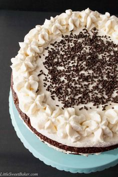 Easy Black Forest Cake Recipe (using cake mix). Only 4 ingredients. Delicious, moist, rich and flavorful. I have made this many time over the years and it is always a hit! Fluffy Chocolate Cake, Chocolate Cake Mixes, Easy Delicious Recipes, Delicious Desserts, Yummy Food, Healthy Recipes, Bundt Cake Mix Recipe, Recipes Using Cake Mix, Black Forest Cake