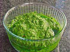 Walnuss - Bärlauch Pesto, ein schmackhaftes Rezept aus der Kategorie Frühling. Bewertungen: 12. Durchschnitt: Ø 4,0.