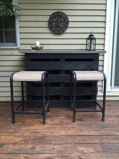 Black version of the pallet deck bar.