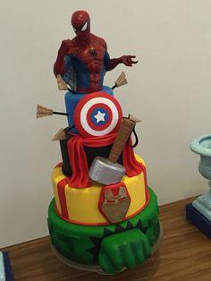 Bolo Vingadores com Homem Aranha