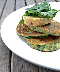 Green pancakes with lime butter Vegetarian Appetizers, Vegetarian Recipes, Cooking Recipes, Otto Lenghi, Yotam Ottolenghi, Just Eat It, Lunch Snacks, Paleo Dinner, Salmon Burgers