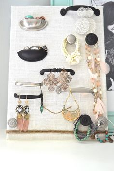 use desk hdwreLovely Jewelry Organizer… | lizmarieblog.com