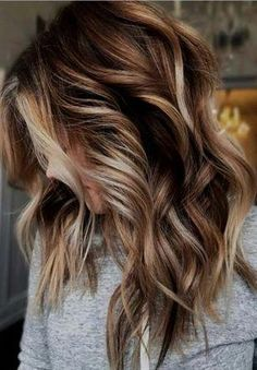 Balayage is suitable for light and dark hair, almost all lengths except very short haircuts. Today I want to show you the most popular Brunette Balayage Hair Color Ideas. Balayage has become the biggest trend in recent seasons, and it's not over yet. Colored Hair Tips, Hair Color Tips, Hair Color 2018, Darker Hair Color Ideas, Hai Color Ideas, Fun Hair Color, Aveda Hair Color, Salon Hair Color, Change Hair Color