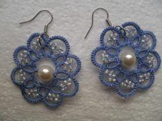 Boucles d'oreille bleu et blanc en dentelle de frivolite ,Bijoux frivolite, Boucles d'oreille bleu et blanc, carmentatting, Boucles d'oreille : Boucles d'oreille par carmentatting