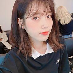 Hope this makes yo day Iu Short Hair, Short Hair Styles, Korean Girl, Asian Girl, Iu Fashion, Korean Actresses, Korean Beauty, Ulzzang Girl, Korean Singer